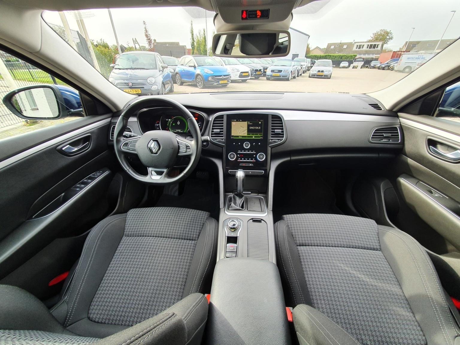 Renault-Talisman Estate-4